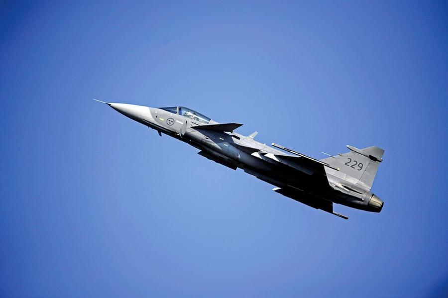 狹路也能起飛 獅鷲戰機「隨時備戰」