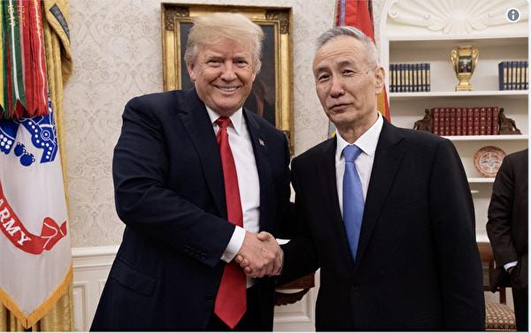 美國總統特朗普與中國國務院副總理劉鶴合照。(特朗普推特截圖)