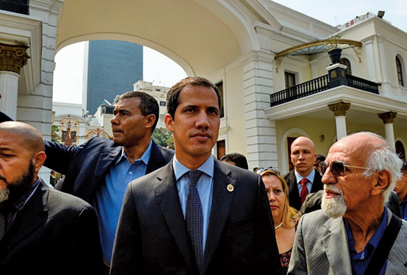 委內瑞拉臨時總統胡安瓜伊多(Juan Guaido)4月1日被馬杜羅政府掌控的最高法院起訴,要求撤銷其身為國民議會議長的豁免權。(AFP)