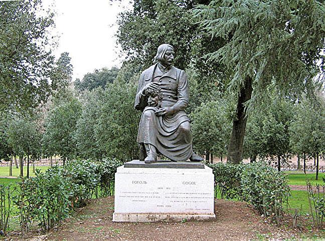 尼古拉‧瓦西裏耶維奇‧果戈里-亞諾夫斯基(Nikolai Vasilievich Gogol-Yanovski)1809年4月1日出生於帝俄時代的烏克蘭波爾塔瓦地區。圖是位於羅馬的雕刻(圖:維基百科)