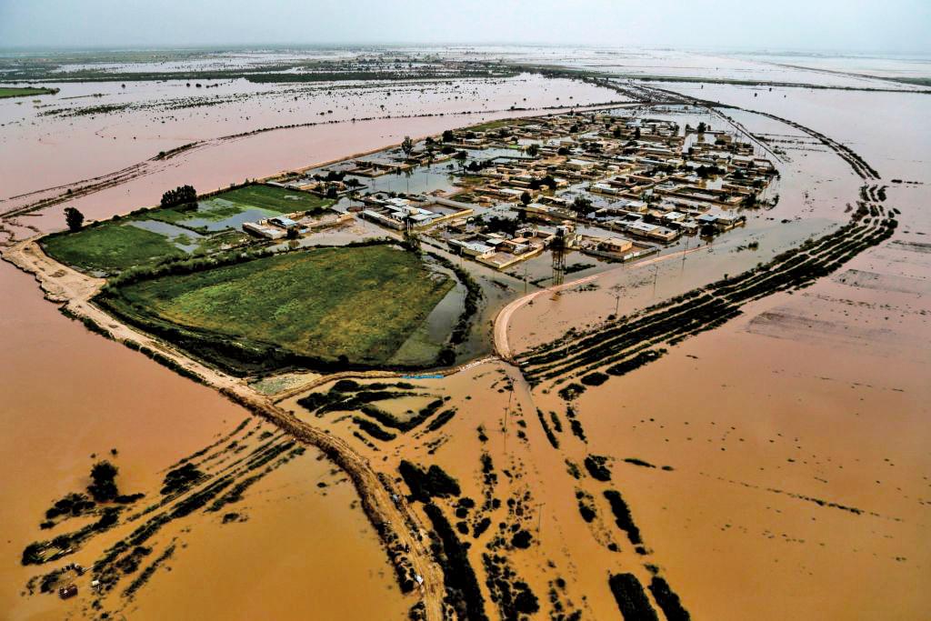 4月5日,伊朗胡齊斯坦省被洪水淹沒的村莊。(AFP)