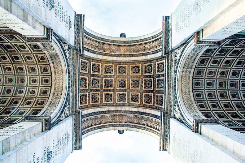 巴黎凱旋門拱細部。(Fotolia)