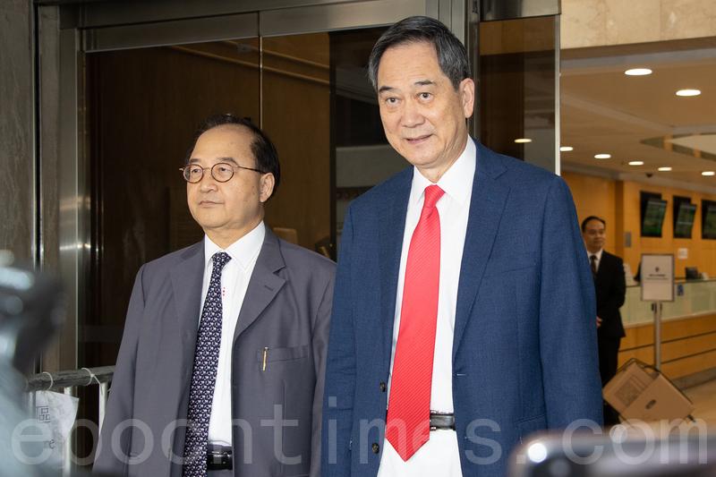 鄉議局副主席林偉強(右)昨日亦有到高等法院聽取判決。(蔡雯文/大紀元)