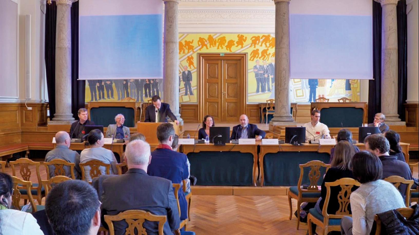 4月4日,由丹麥議員主持的一個研討會在國會召開,來自丹麥各界的專家學者紛紛發言。(Tobias/大紀元)