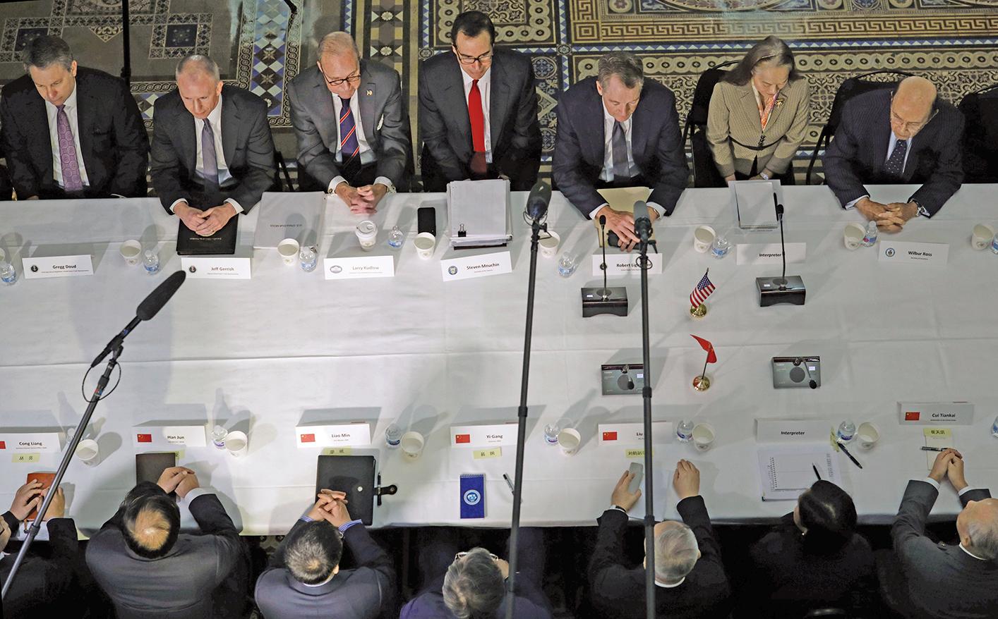 周日(4月7日),白宮經濟顧問庫德洛(Larry Kudlow)在接受媒體訪問時透露,近期中美談判富有成效,取得了三個重大進展。
