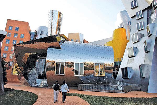 波士頓名校雲集。圖為麻省理工學院的史塔特科技中心(Ray and Maria Stata Center)。(Getty Images)