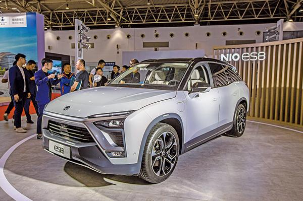 蔚來汽車近日在美國至少被三家律師事務所集體訴訟。圖為電動汽車蔚來ES8在北京的交易會上。(大紀元資料室)