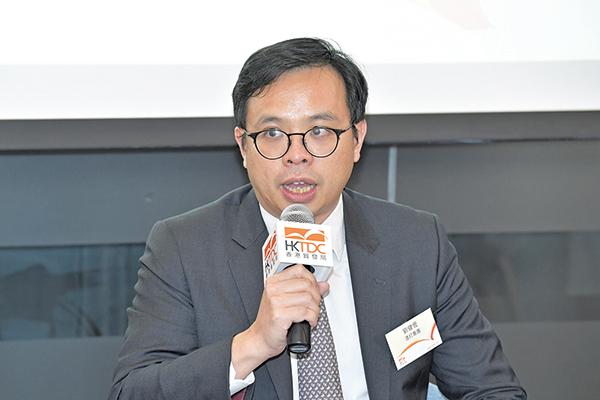 渣打香港大中華區高級經濟師劉健恒,預測香港全年GDP增長為2.2%。(郭威利/大紀元)