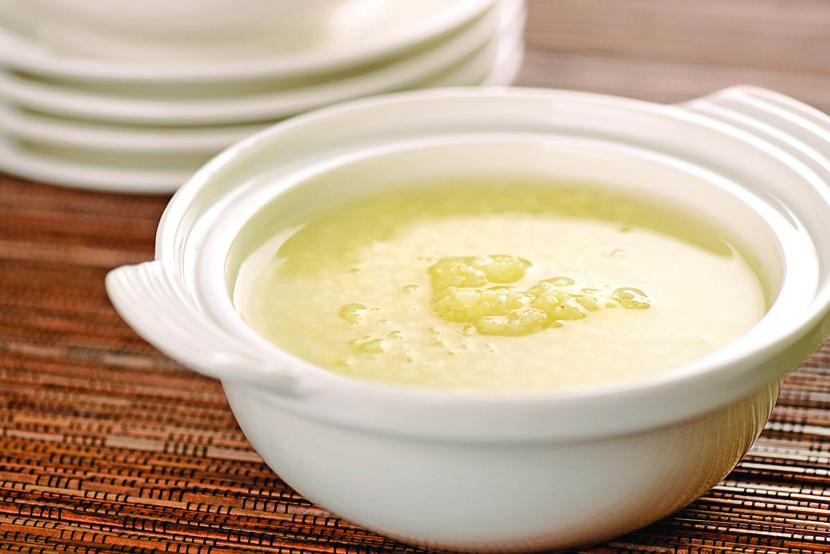 小米又稱粟米,營養成份很高,圖為小米粥。