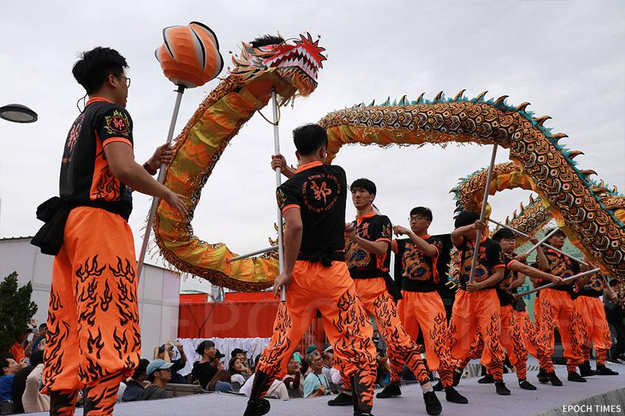 香港賽馬會「港文化.港創意」開幕禮上的金龍表演。(陳仲明/大紀元)