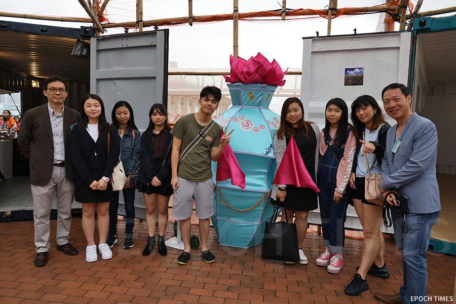 由香港高等教育科技學院(THEi)產品設計學系學生手工紮作的大型燈籠作品。(陳仲明/大紀元)