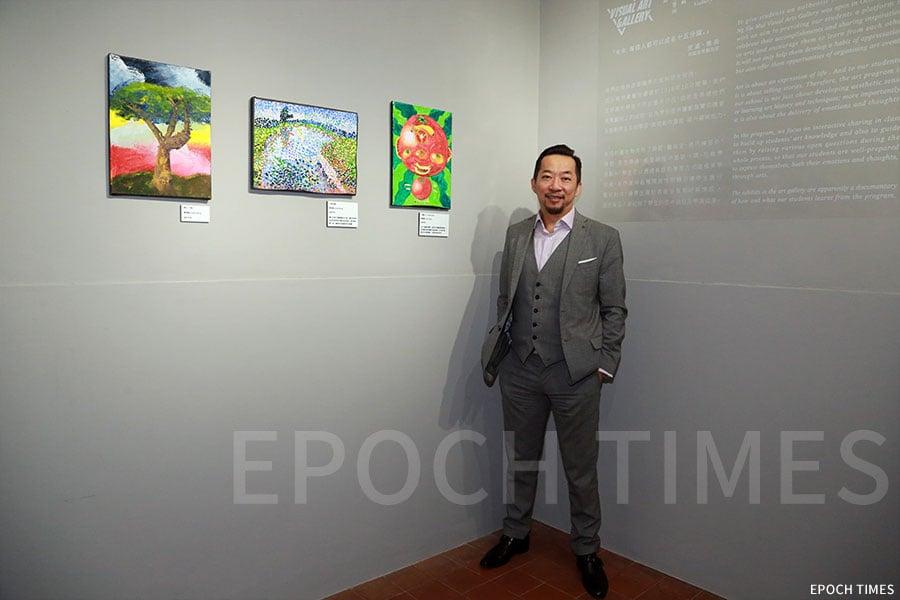 李校長希望藝術廊成為學生的一個榜樣。(陳仲明/大紀元)