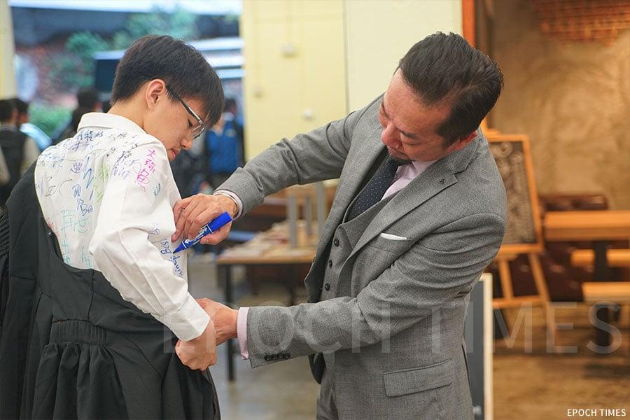 李建文校長與學生互動。(受訪者提供)