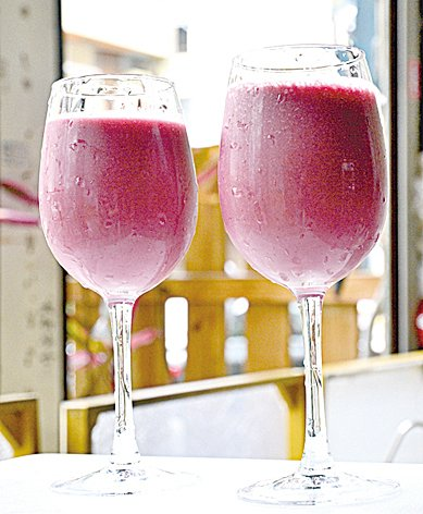 健康滿分的紫紅色系精力湯。