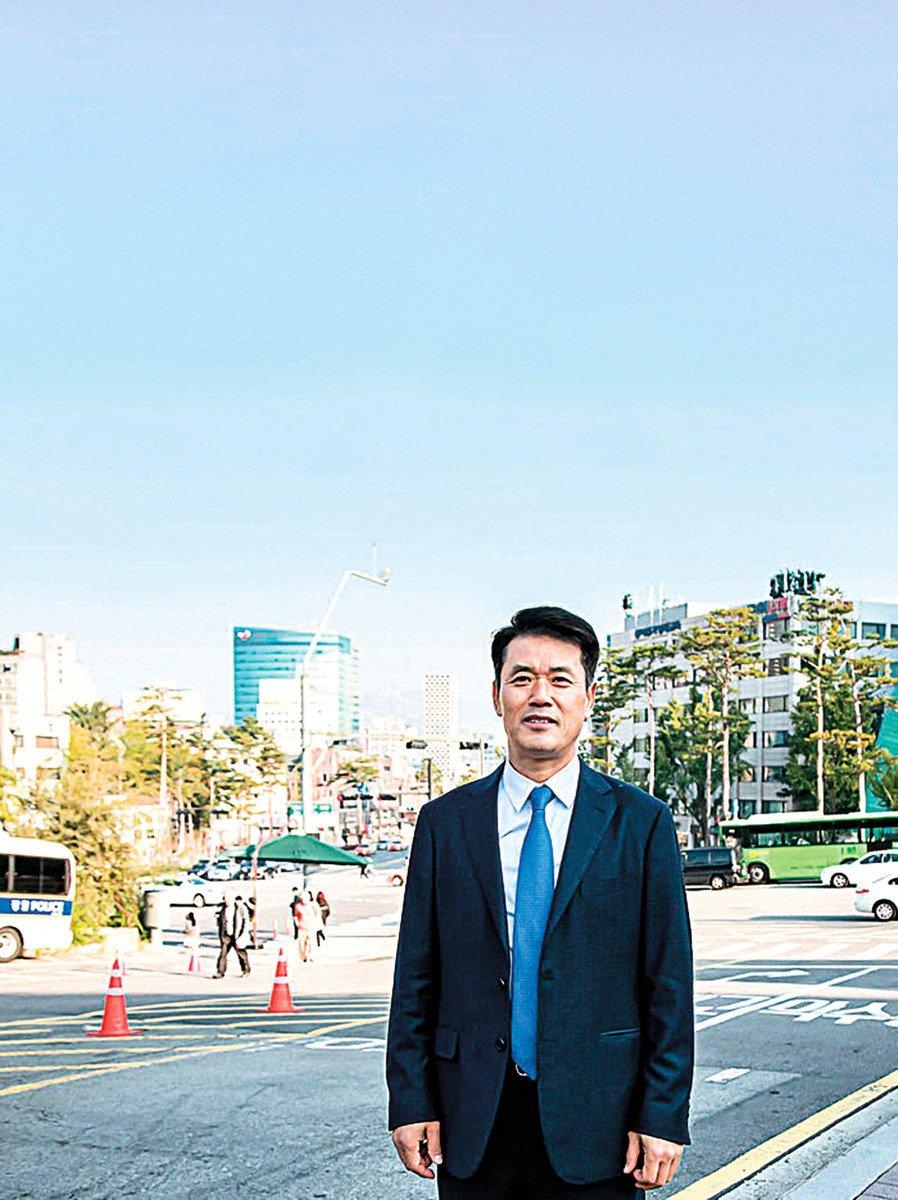 南韓肺癌患者尹康元修煉法輪功後重獲新生。(新紀元)