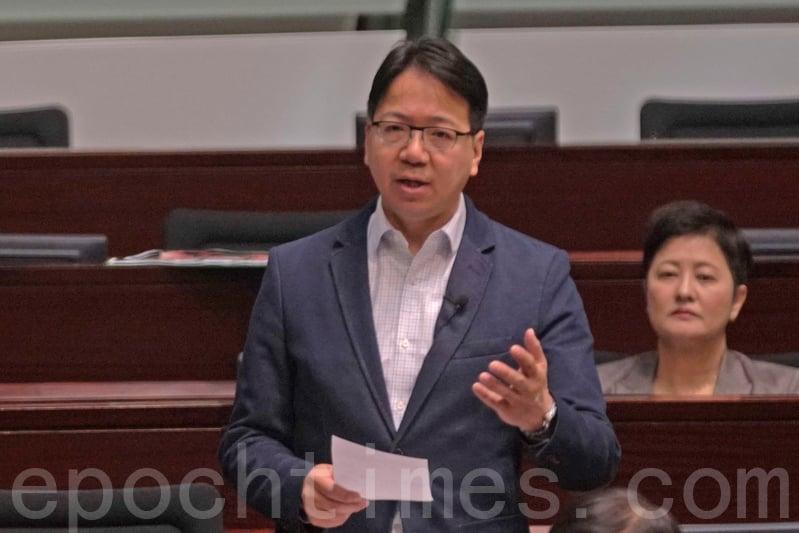 莫乃光指《規劃綱要》中,看不到令香港國際化的規劃,人才培訓吸引更欠奉,質疑港府已經失去主導權。( 李逸/大紀元)