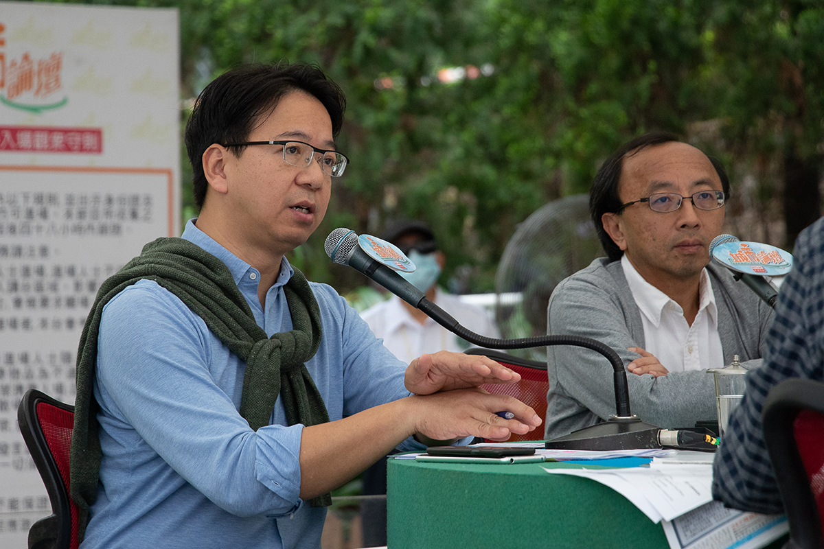 莫乃光(左)和張達明都批評政府過去多年濫用「不誠實取用電腦」罪名,令港人言論自由受損。(蔡雯文/大紀元)