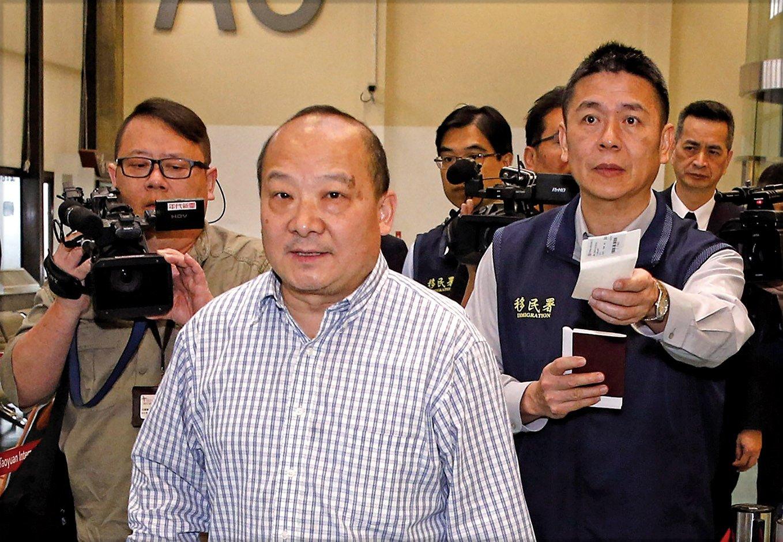 曾公開發表武統言論的中國學者李毅(中),近日擬赴台參加統促會舉辦的遊行,12日清晨遭強制出境。(中央社)