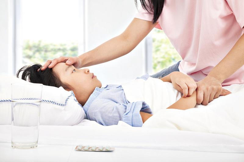 嬰幼兒發燒 該不該看醫生
