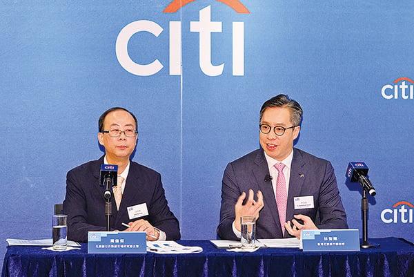 花旗銀行公佈香港千萬富翁調查,左起市務部研究主任周偉傑,總經理林智剛。(宋碧龍/大紀元)