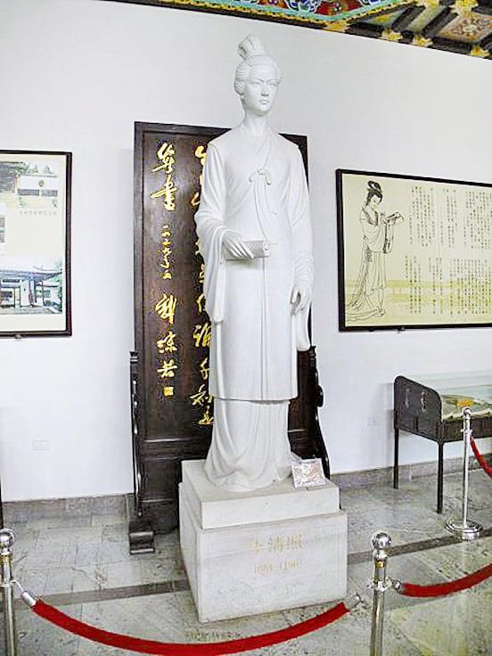 濟南李清照紀念館中的李清照塑像(wikimedia commons / Gisling,CC BY 3.0)