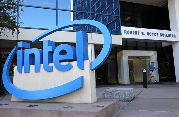 晶片大廠英特爾(Intel)周二晚間投下震撼彈,宣佈退出5G 數據晶片業務。(Getty Images)