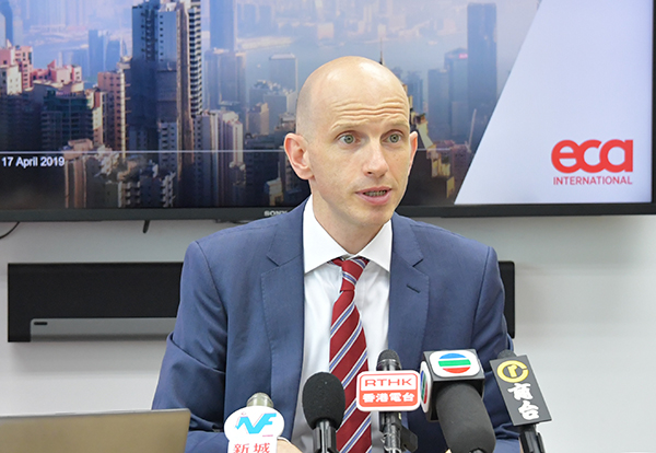 ECA亞洲區域總監關禮廉表示,今年消費較去年有所增長也來在於酒店住宿開支的增長。(郭威利/大紀元)