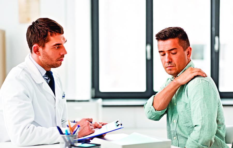 罹患「年輕型柏金遜症」 竟誤認為五十肩!