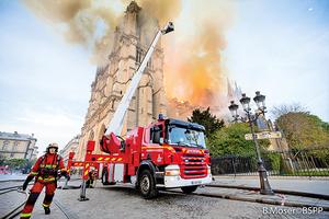 關鍵30分鐘  消防員保住聖母院