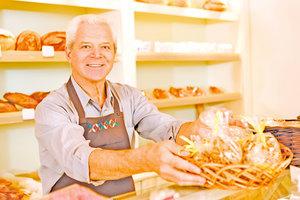 為何美快餐服務業僱用更多銀髮族