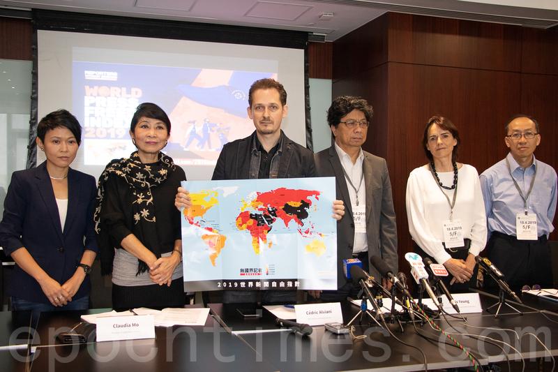 無國界記者昨日首度在香港公佈今年世界新聞自由指數,香港排第73位,較去年下跌3位。(蔡雯文/大紀元)