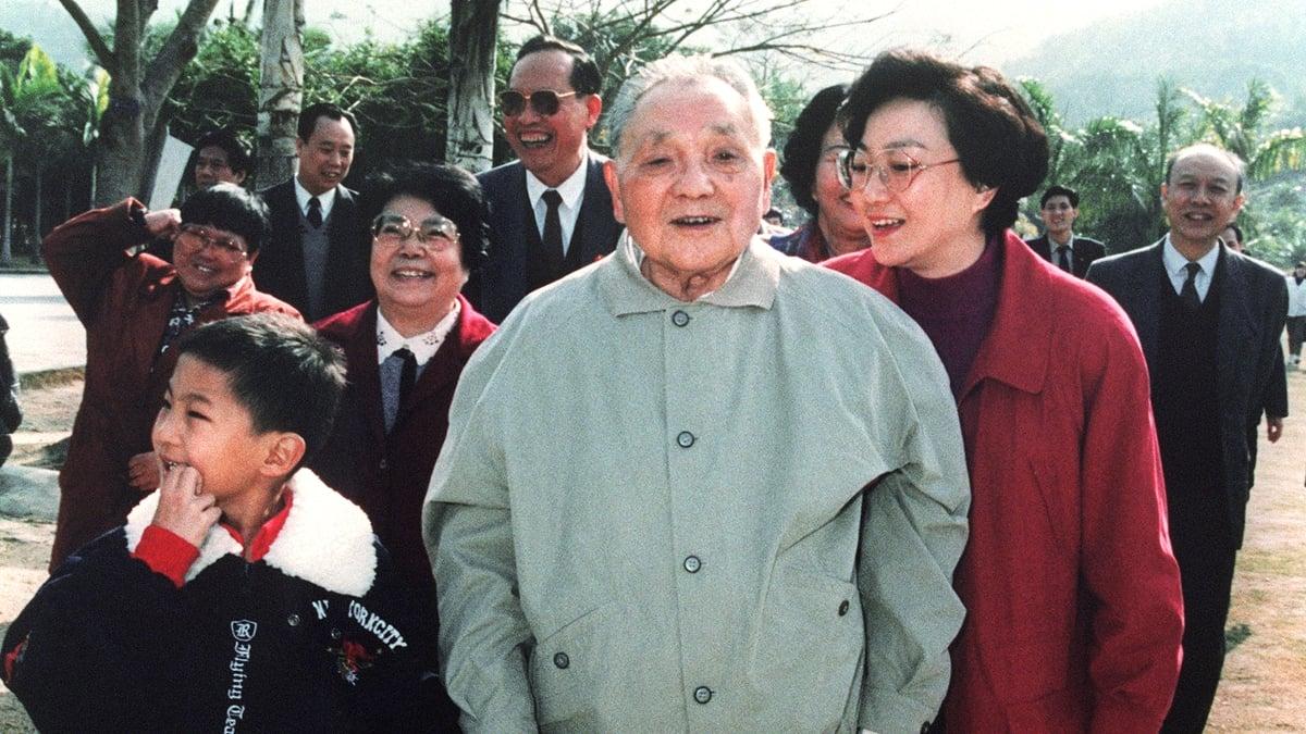 鄧小平被中共稱為「改革開放的總設計師」1992年視察武昌、深圳、珠海、廣州、上海,發表重要「南巡講話」。資料圖(AFP/Getty Images)