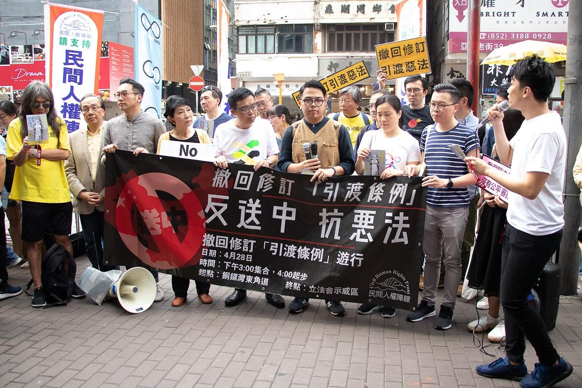 民陣及民主派政黨等20團體,本周開始在全港設立街站。並將在本月底再次舉行遊行反對《逃犯條例》修訂。(蔡雯文/大紀元)
