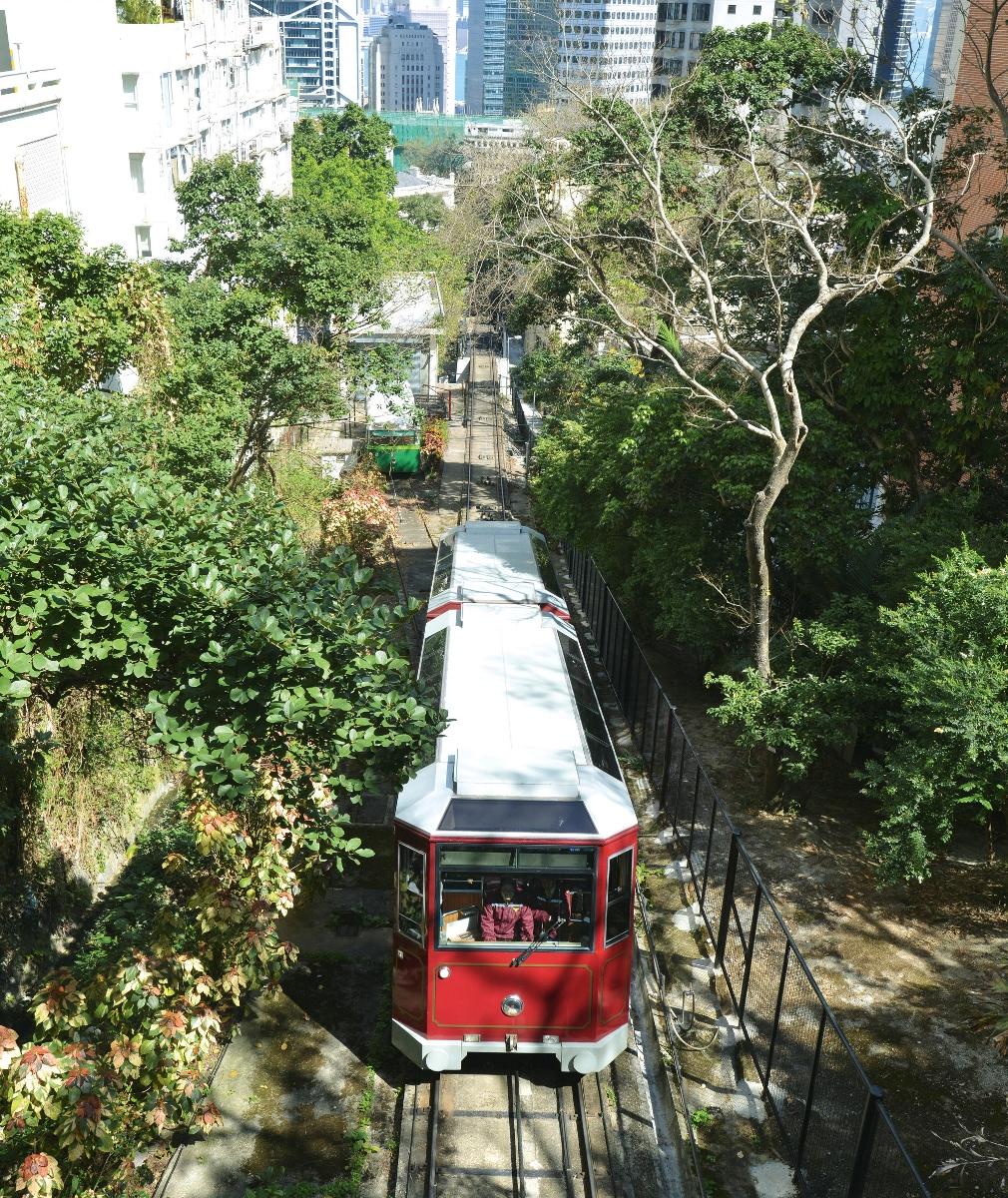 為配合山頂纜車發展計劃,山頂纜車今日起至7月中暫停服務。(政府新聞處)
