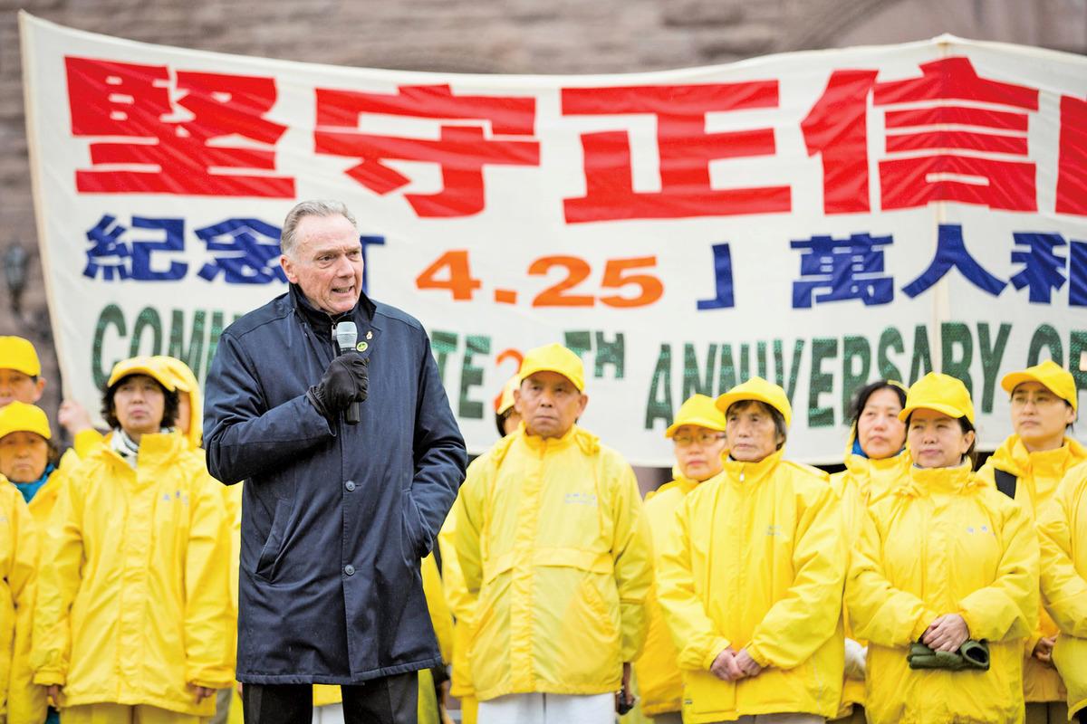 加拿大議員肯特(Peter Kent)在多倫多「四.二五」紀念活動上。(周行/大紀元)