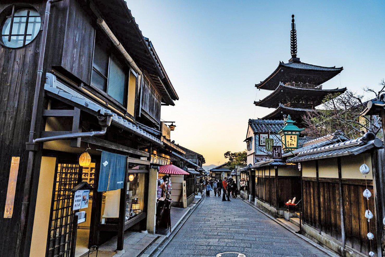 京都的舊街老屋被稱為「町屋」,多為一層、二層的傳統和式木製建築,其中不乏上百年的精品。(AFP)