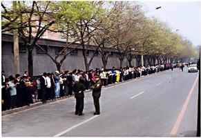 二十年前4.25和平上訪 朱鎔基提到的批示怎麼了?