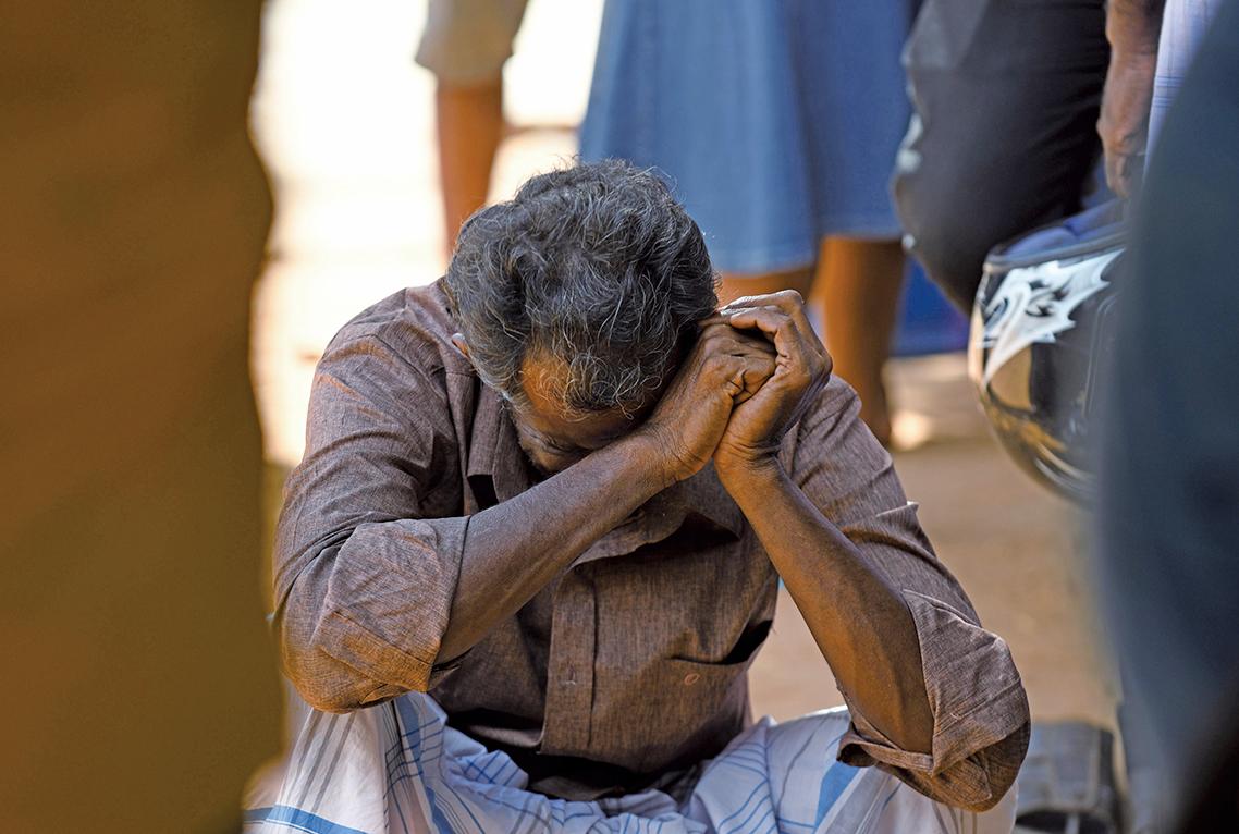 斯里蘭卡上周日(4月21日)發生8宗連環爆炸攻擊,目前已有290人喪生,約500人受傷。遇難者的家屬悲痛萬分。(AFP)