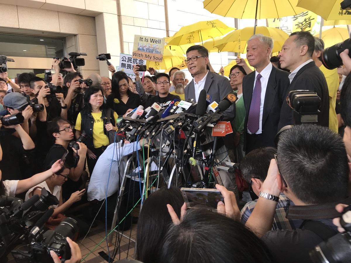 佔中案九人,戴耀廷、陳健民判囚十六個月,需即時入獄。(林怡/大紀元)