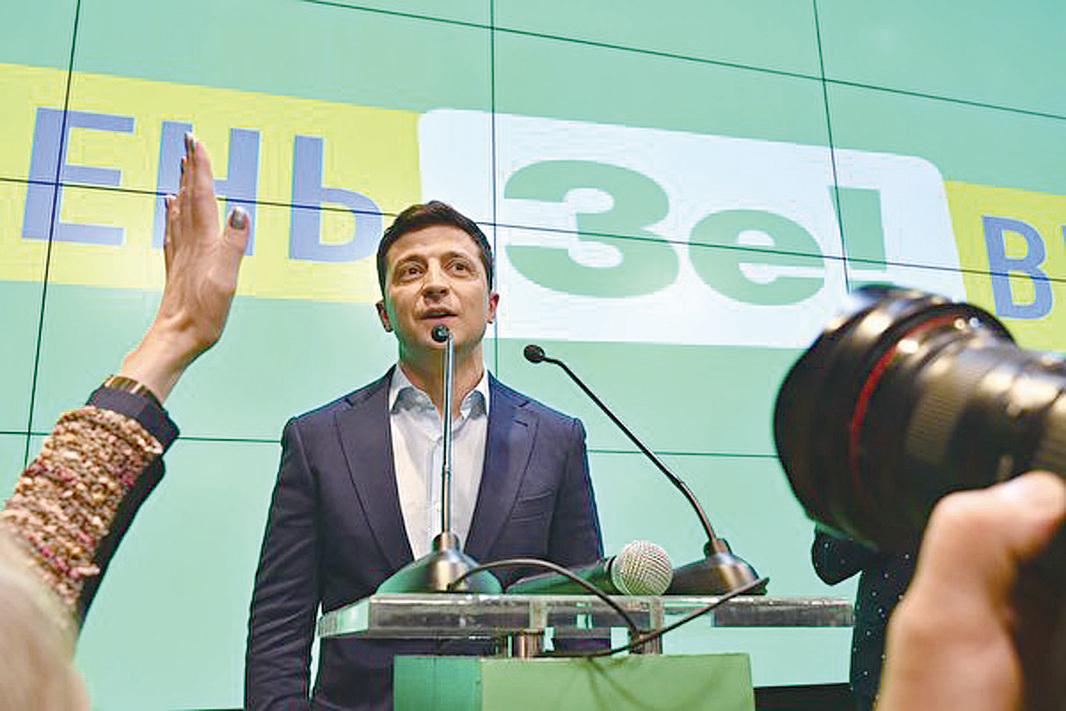 41歲的澤連斯基以73%的高票,成功當選為烏克蘭的新一屆總統。 (GENYA SAVILOV/AFP/Getty Images)