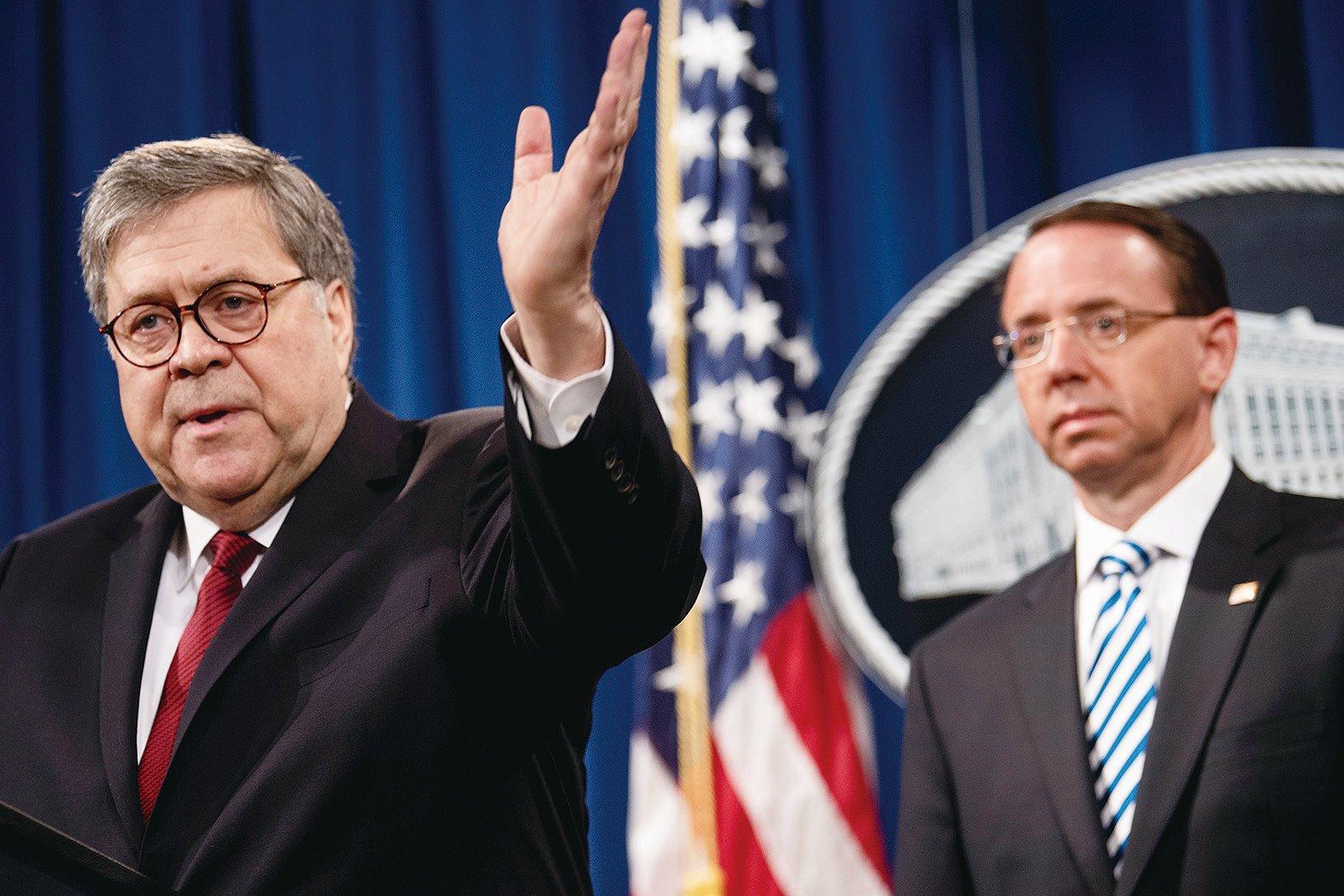 4月18日,美國司法部公佈了穆勒報告的公開版本。司法部長威廉姆巴爾(左)在新聞發佈會上再次確認特朗普總統及其競選團隊在2016年大選期間,沒有與俄羅斯共謀企圖影響大選,也沒有妨礙司法。(Getty Images)
