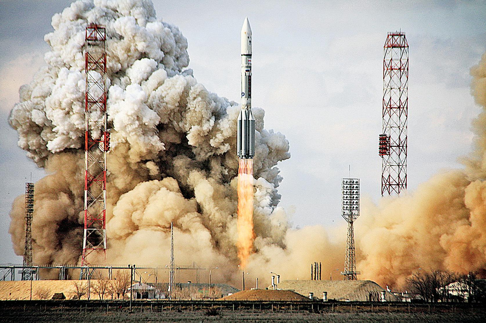 2012年波音製造的通信衛星組織-22衛星在哈薩克斯坦境內,由俄羅斯火箭幫助發射升空。(Getty Images)