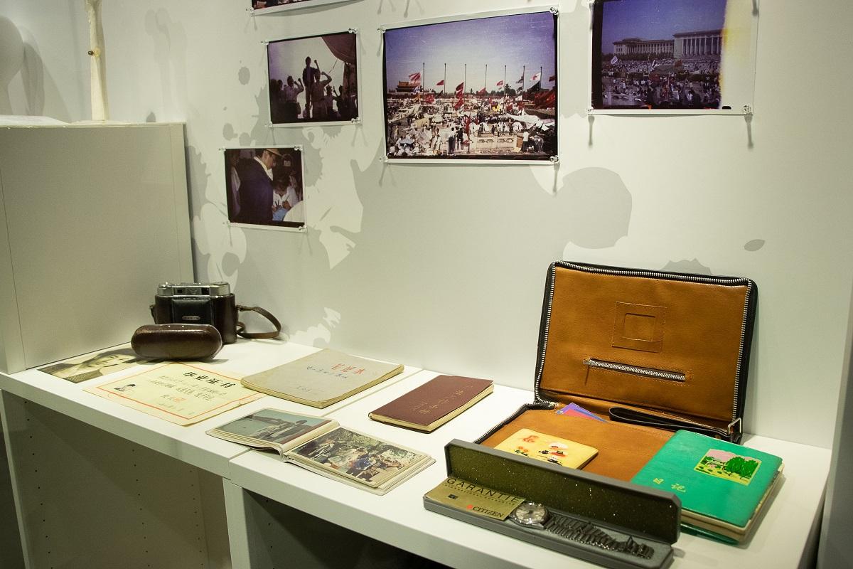 六四紀念館展出40件展品,包括「六四」烈士和倖存者的證物。(蔡雯文/大紀元)