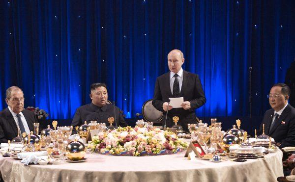 評論說,對金正恩來講,他此次訪問俄羅斯可謂一無所獲。(ALEXEY NIKOLSKY/AFP/Getty Images)