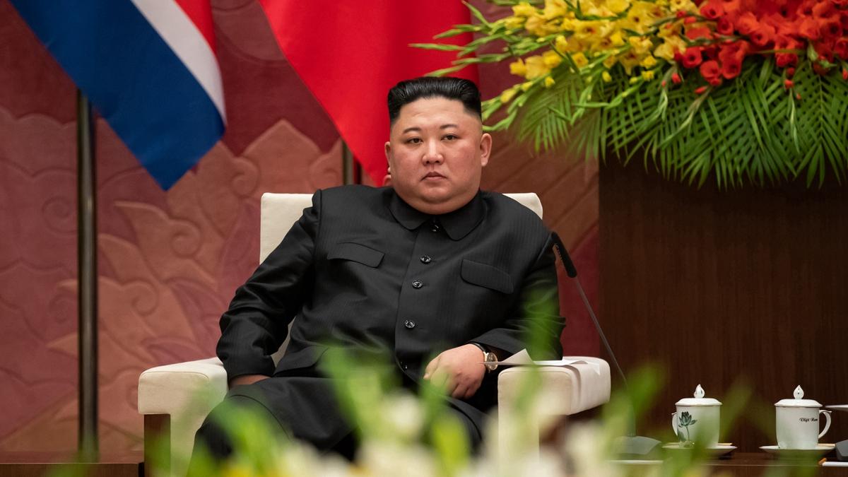 對於金正恩突然縮短訪問計劃的原因,有俄羅斯媒體說,金正恩此次訪俄結果並非像表面上看到的那樣愉快。(SEONGJOON CHO/AFP/Getty Images)