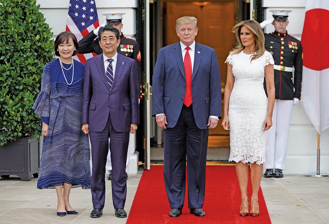 上周五(26日)下午,特朗普總統在白宮接見安倍時表示,美國和日本的自由貿易協定(FTA)談判進展得很順利。(AFP)