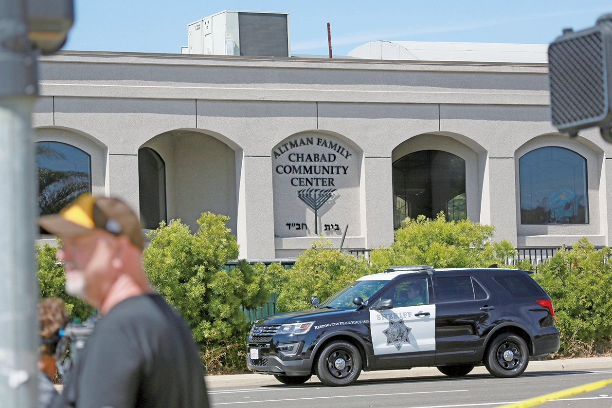 4月27日,一名持槍男子在加州波威市(Poway)闖入一座猶太會堂開火,造成一名女子死亡和另3人受傷。(AFP)