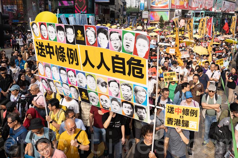 昨日參加反修訂《逃犯條例》(又名「送中」條例)遊行人士擠滿街道。(李逸/大紀元)