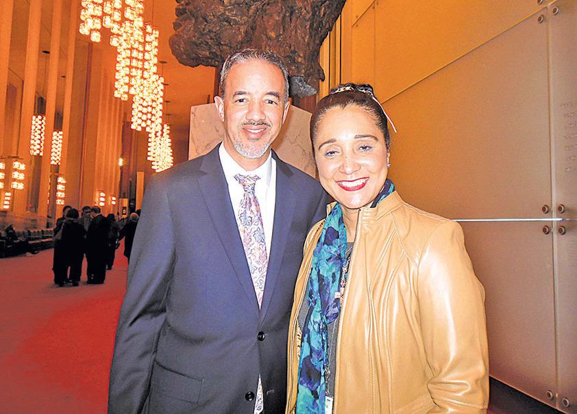 美國聯邦政府退伍軍人部副助理部長約翰遜和太太。(李辰/大紀元)