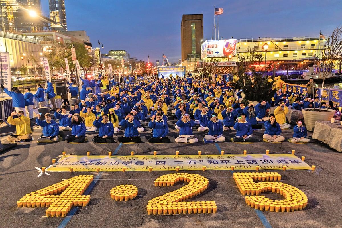 紐約法輪功學員在中領館前舉行夜悼,紀念「四.二五」和平上訪暨反迫害 20 周年,悼念被中共迫害致死的法輪功修煉者。(Mark Zou /大紀元)